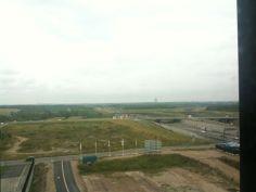 空港近くの造成地