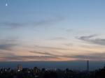三日月と東京タワーとスカイツリー
