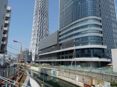 京成橋から見たスカイツリー:そばは川