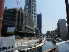 東武橋から見たスカイツリー:そばは川