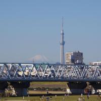 今朝の富士山とスカイツリー@京成電鉄国府台駅