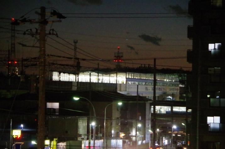 隣の東松戸中央公園から見た東松戸駅