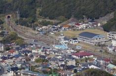 鋸山から見た浜金谷駅