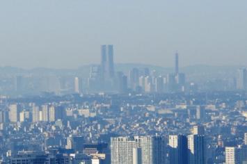ランドマークタワーにズーム@東京スカイツリー