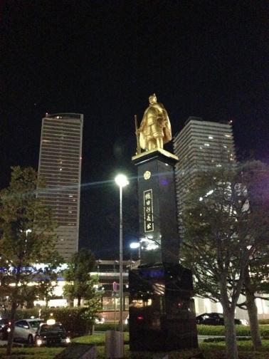 織田信長像と岐阜タワー