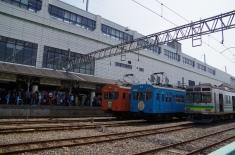 熊谷駅と待機車両