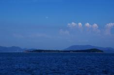 瀬戸内の島と、対岸の四国