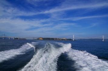 与島が離れて行きます。