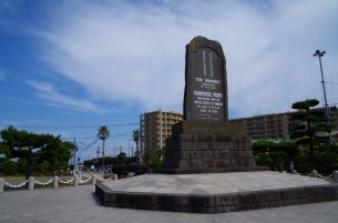 f記念碑の裏側