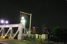 白髭橋と南千住のマンション群