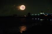 江戸川に映る花火