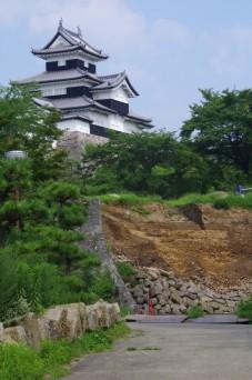 崩れた東側石垣