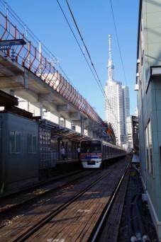 上り列車とスカイツリー