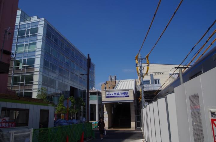 2013年9月、左が京成本社が入っているビル