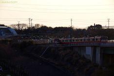 遠くに見える三崎口駅