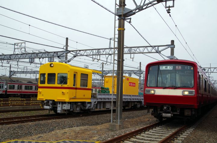 元祖「幸せの黄色い電車」と北総線エリアで見ない車両