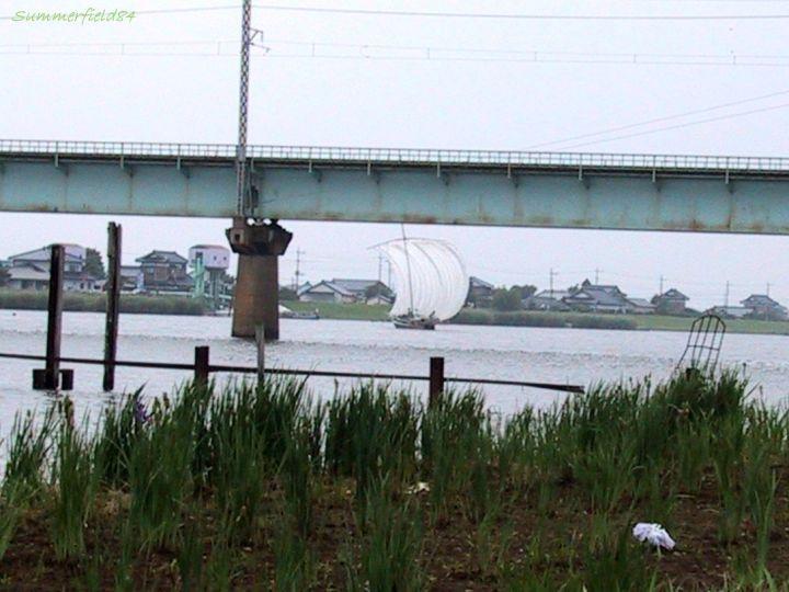鹿島線の鉄橋と帆引き船