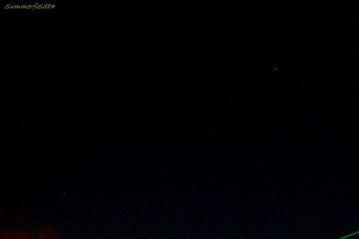 左下が土星、右上の赤い星が火星です。