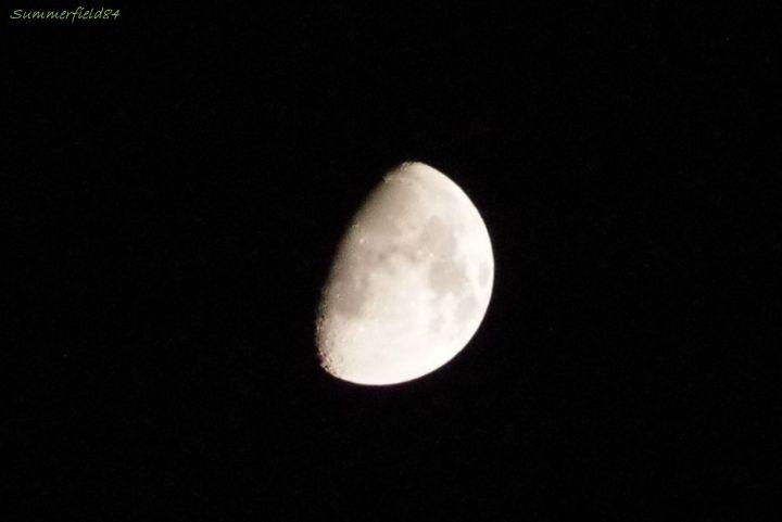 月にズーム
