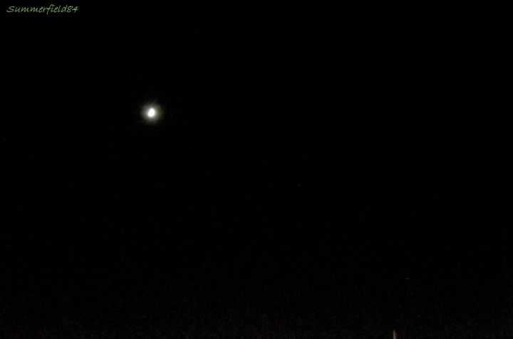 左が月、真ん中あたりが土星、右下に火星