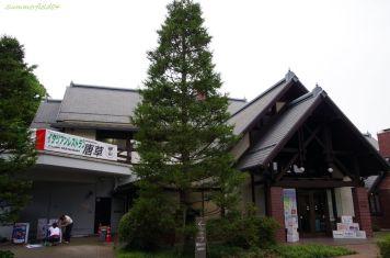 併設されているレストランと文学館入口