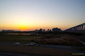 左に富士山、右はJR武蔵野線