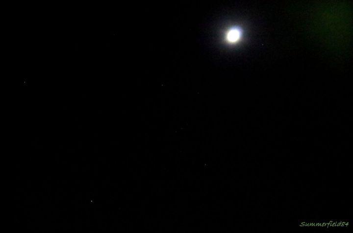 冬の大三角形とオリオン座と満月とアルデバラン