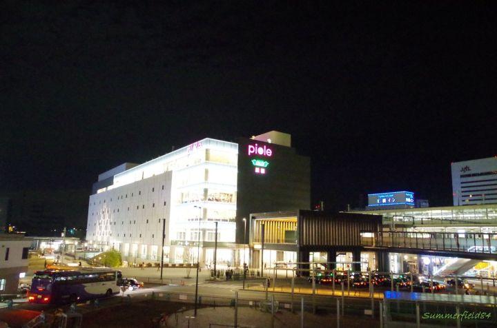 中央の黒い箱みたいなのが姫路駅の展望デッキです。