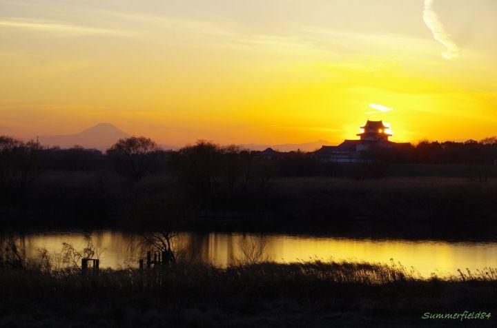 富士山と関宿城の影と利根川