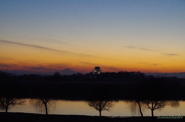 日没後、関宿城上空に金星