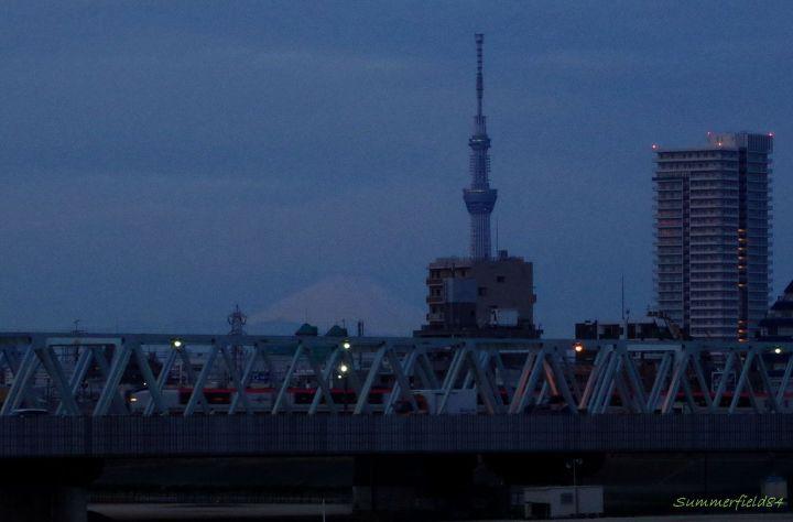 富士山とスカイツリーと成田エクスプレス