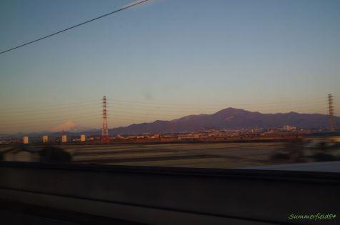 左に富士山、右に大山