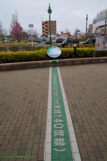 駅前の東経140度線