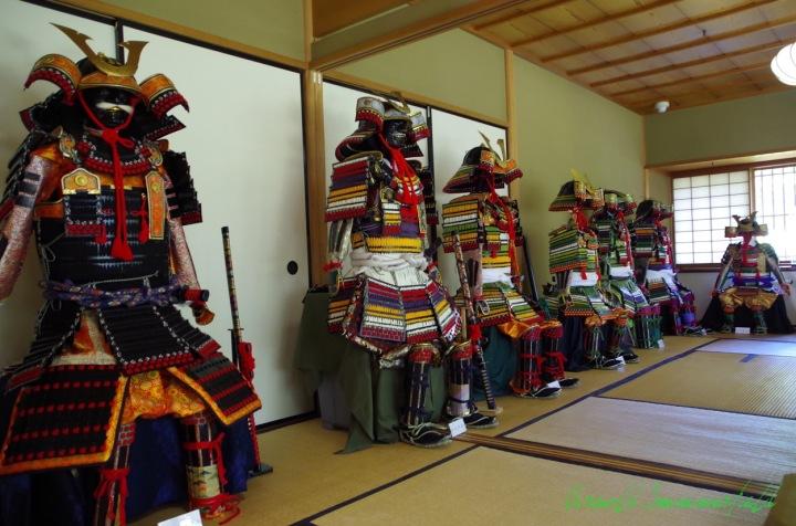 手作り兜の展示